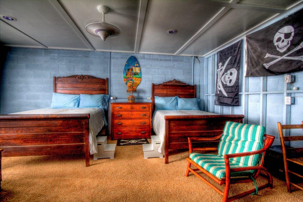 Bedroom Sleeping Room Bed Furniture  - PublicDomainArchive / Pixabay