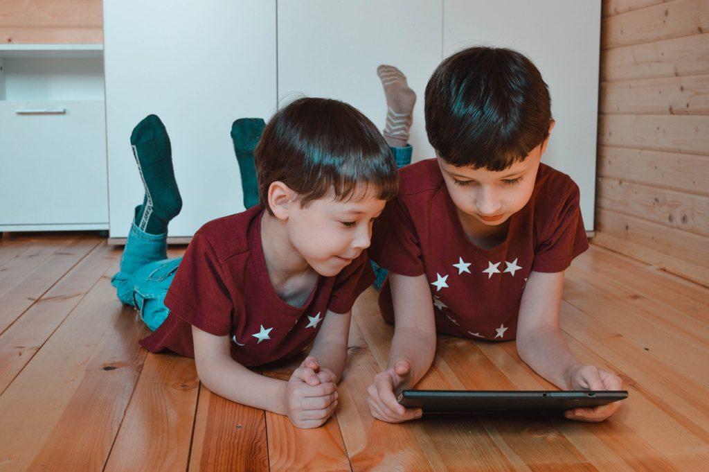 Board Kids Boys Entertainment  - Victoria_Borodinova / Pixabay