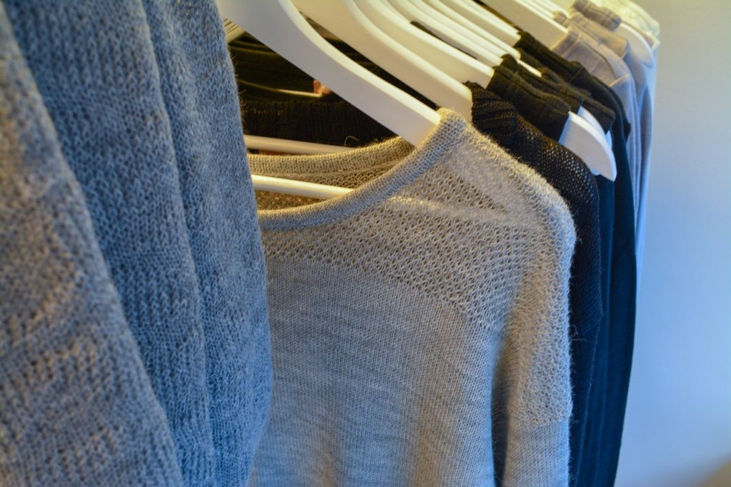 Clothing Rack Clothes Wardrobe - northernlightsgirl / Pixabay