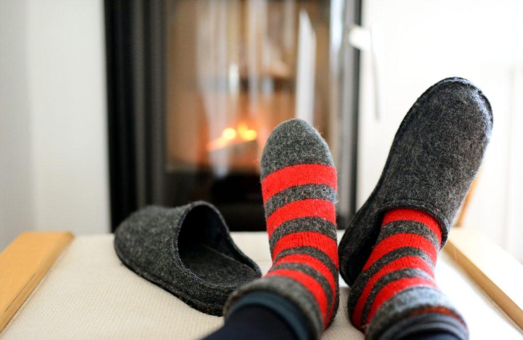 Slippers Socks Warm Warmers Oven - congerdesign / Pixabay