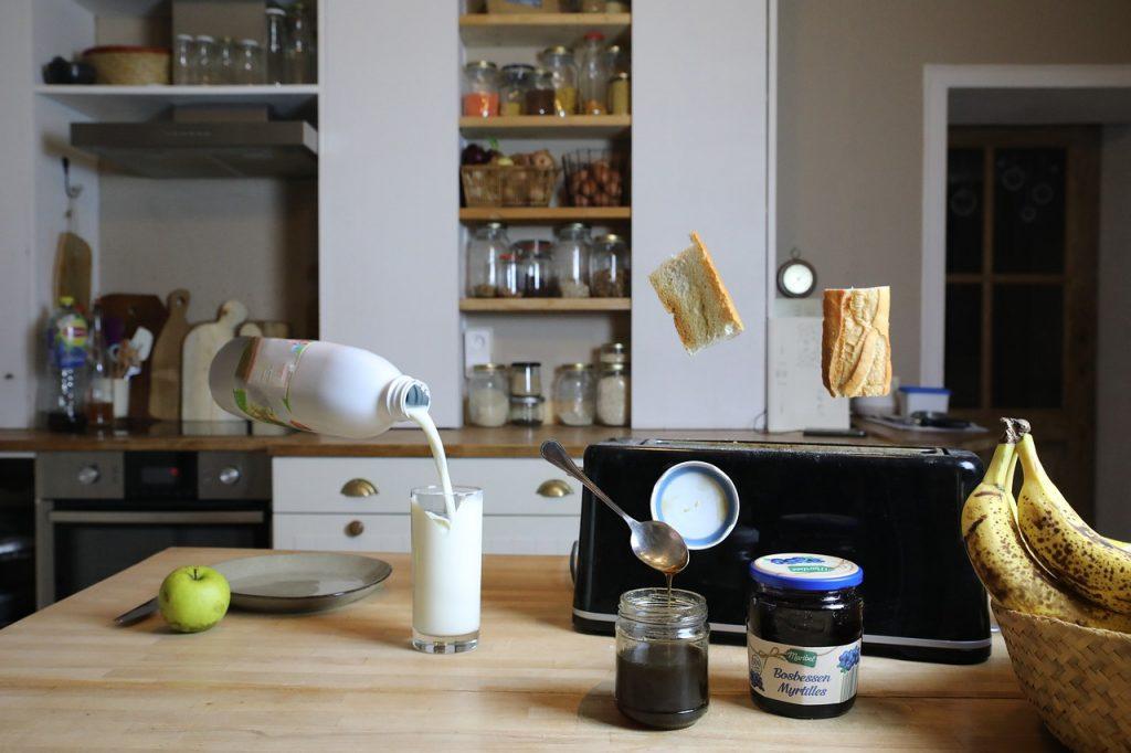 Milk Bread Toast Jam Fruit - amaurydeterwangne / Pixabay